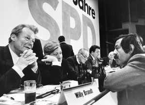 German author and assistant to the Social Democratic party (SPD) during the election campaign in 1979, Guenter Grass, is talking to SPD leader Willy Brandt (l.) and Chancellor Helmut Schmidt (centre) during SPD federal party assembly in Berlins Congress Centre.